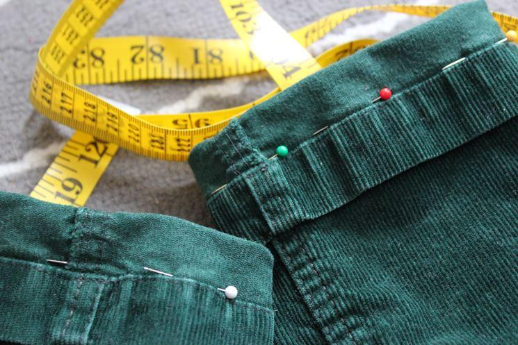 Orlo pantaloni con taglia e cuci